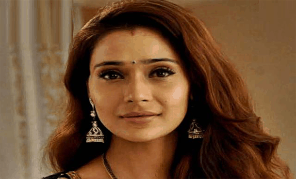 Sara Khan Biography