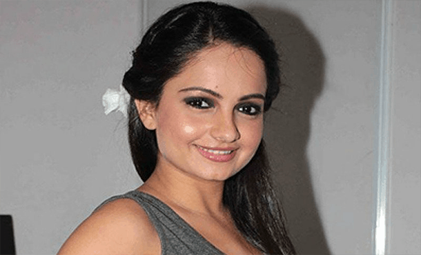 Giaa Manek Biography