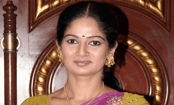 Resham Tipnis Biography