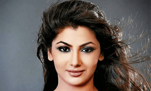 Sriti Jha Biography