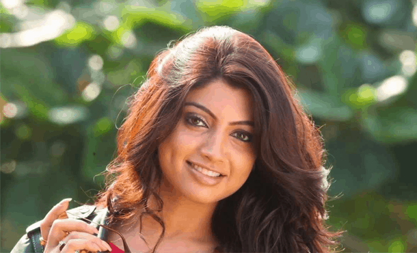 Akanksha Puri Biography