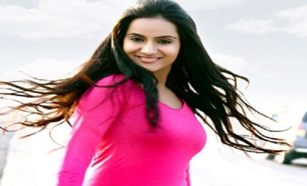 Aastha Chaudhary Biography