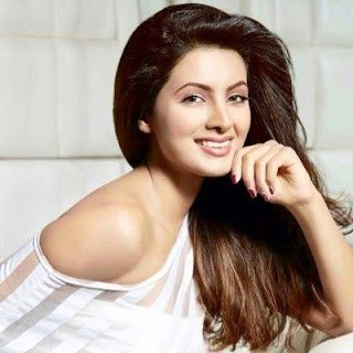 geeta-basra-biography-family-images-baby-husband-height-weight-body