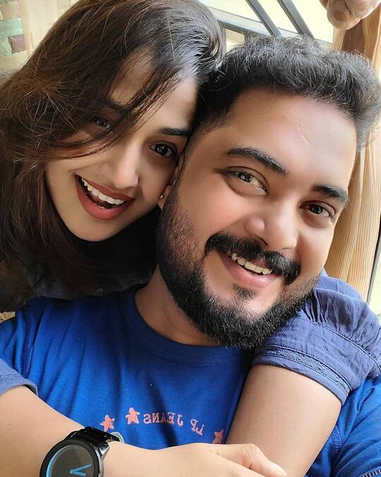 Vidhya Mohan with Husband